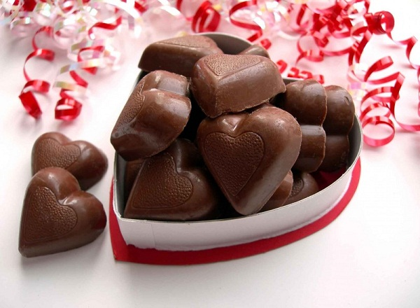 Happy Chocolate Day Status in Hindi, Happy Chocolate Day wishes in English, Happy Chocolate Day Quotes in hindi and English, happy chocolate day status for whatsapp and facebook