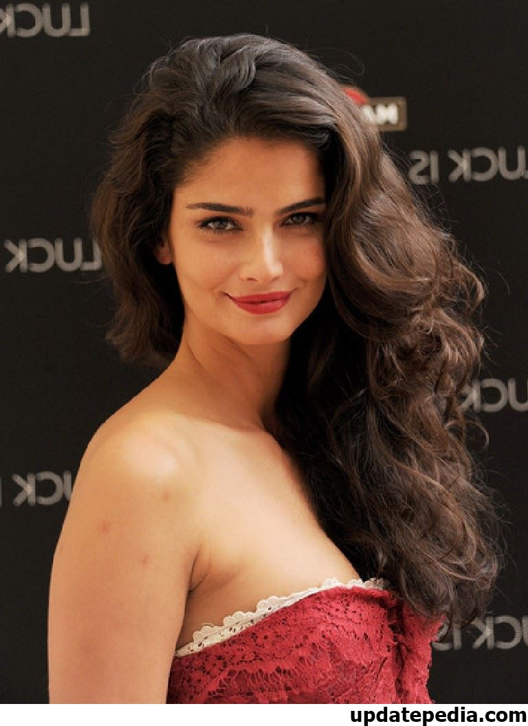 long-celebrity-hairstyles-7