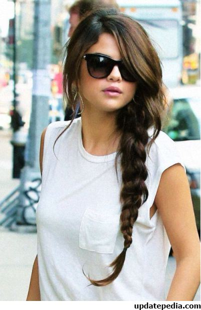 selena-gomez-braid-ponytail