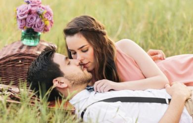 Happy kiss day shayari in hindi, Happy Day SMS in English, happy Kiss Day Quotes in Hindi and English for girlfriend and boyfriend